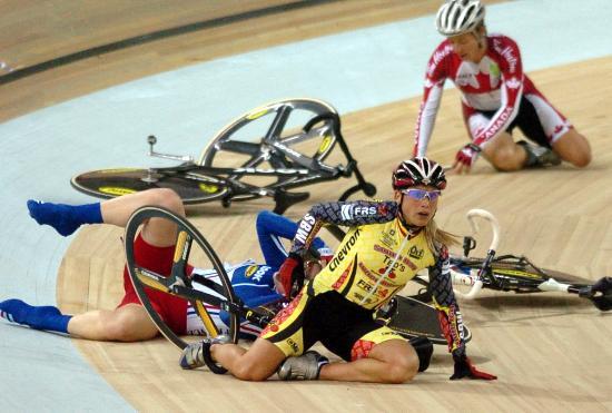 图文-自行车世界杯精彩赛况女子记分赛场人仰马翻
