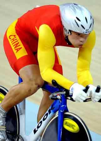 图文-自行车世界杯8日赛况李文浩赛中全速前进