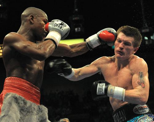 图文-拳坛世纪之战梅威瑟胜哈顿对攻大战哈顿落败
