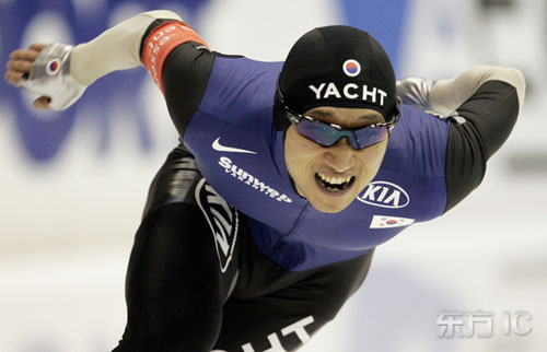 图文-世界杯速滑赛荷兰站男子千米季军李锡康