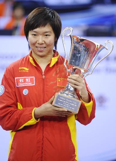 图文-国际乒联总决赛女单颁奖冠军李晓霞笑容灿烂