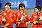 图文-奥运测试赛中国女团全胜夺冠三金花登冠军台