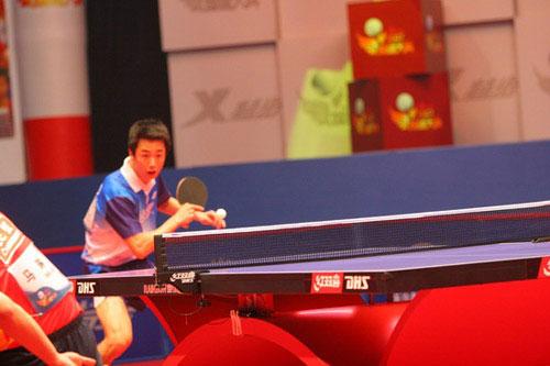 图文-乒乓球总冠军赛1/4决赛战况怪球手朱世赫