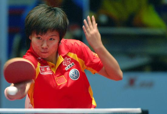 图文-乒球世界总冠军赛李晓霞胜鲍罗斯反手抽杀