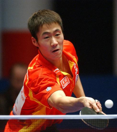 图文-乒乓球世界总冠军赛王励勤晋级大力轻搓过渡
