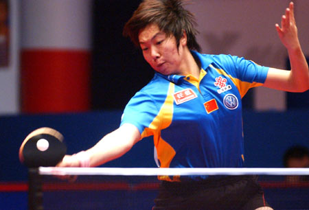 图文-世界乒球总冠军赛李晓霞摘银正手力道十足