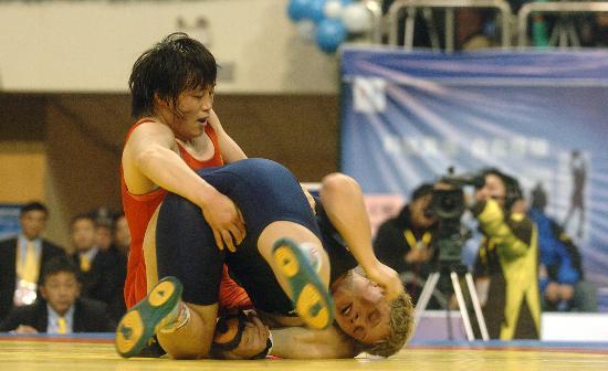 图文-摔跤女子世界杯开赛孟丽丽战胜哈萨克选手