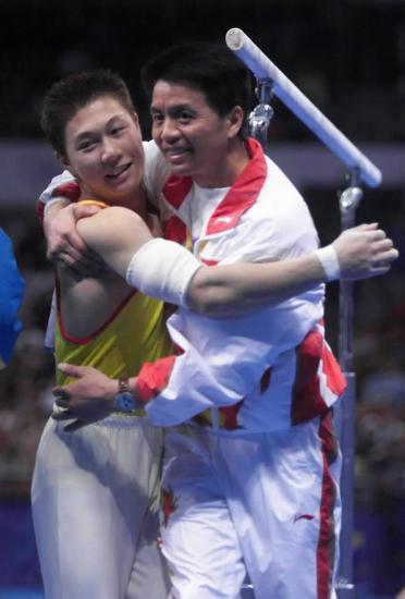图文-中国历届夏季奥运会金牌得主 李小鹏双杠摘金
