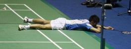 图文-韩国超级赛林丹屈居亚军超级丹摔倒在地