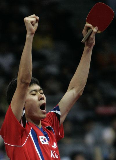 图文-世乒赛男团半决赛韩国3-1日本 李廷佑欢呼