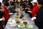 图文-奥运元素成社区百家宴亮点居民各显神通