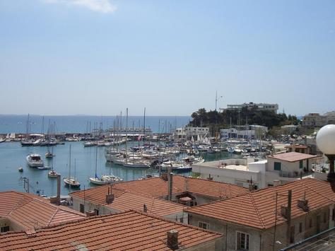 图文-希腊著名景点一览 海岸边的米克洛利马洛