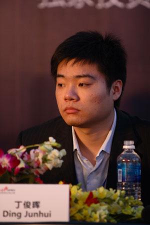 图文-斯诺克中国赛新闻发布会丁俊晖在发布会上