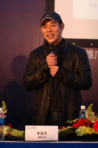 图文-斯诺克中国赛新闻发布会李连杰侃侃而谈