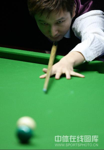 图文-斯诺克中国赛中国八虎冲击正赛杨擎天瞄准