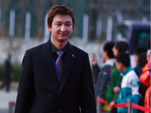 图文-众星闪耀斯诺克中国公开赛杨擎天走过红地毯