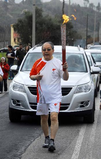 图文-北京奥运会火炬接力开始 刘鸿亮表情轻松
