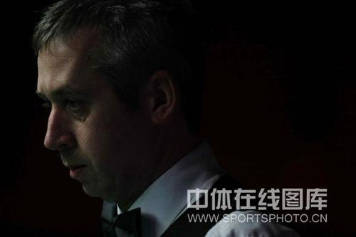 图文-斯诺克中国赛邦德5-3巴里-皮斯007一脸严肃