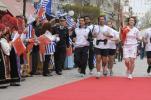 图文-北京奥运圣火传递第四天 火炬手米斯塔科多