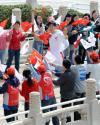图文-奥运火炬接力启动仪式 刘翔意气风发过金水桥