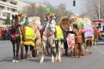 图文-阿拉木图民众迎圣火 这真是别样的交通工具