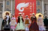 图文-北京奥运圣火在圣彼得堡传递 民俗特色表演