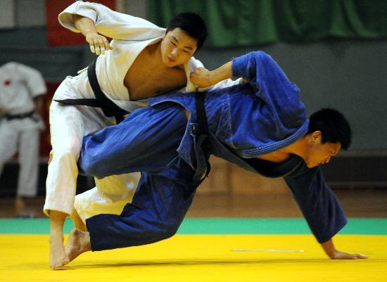 图文-全国男子柔道锦标赛赛况薛志伟击败刘武琪