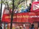 图文-北京奥运圣火在伦敦传递 传递圣火专用的大巴