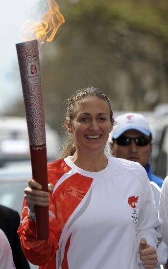 图文-北京奥运圣火在巴黎传递 奥运火炬手皮尔斯