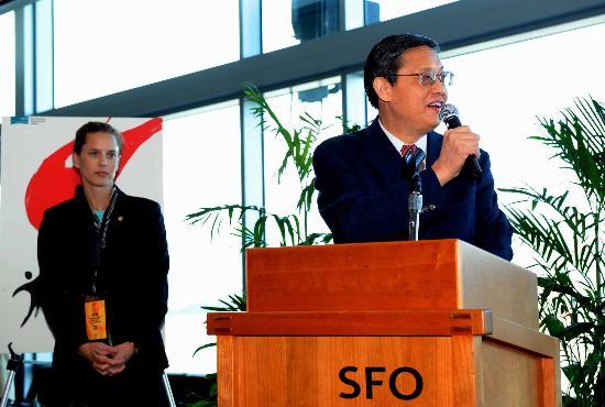 图文-北京奥运圣火旧金山传递活动结束 周文重讲话