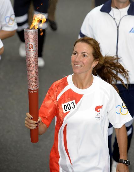 图文-奥运圣火在布宜诺斯艾利斯传递 纯粹的笑容