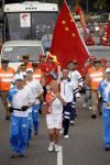 图文-圣火在布宜诺斯艾利斯传递 护跑手全程陪伴