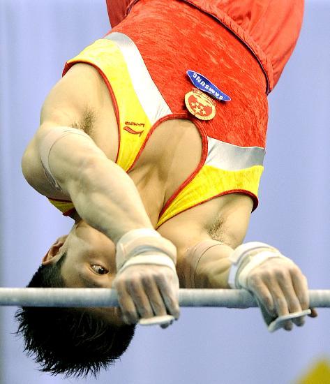 图文-体操世界杯德国站中国3金 李小鹏单杠摘铜