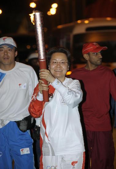 图文-圣火传递活动在马斯喀特举行 自豪而激动一刻