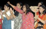 图文-圣火传递活动在马斯喀特举行 阿曼人民呼喊