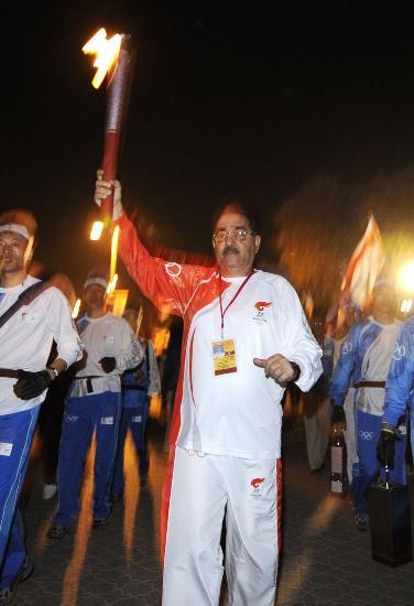 图文-圣火传递活动在马斯喀特举行 奥委会副主席