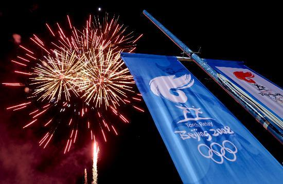 图文-圣火传递活动在马斯喀特举行 漂亮的焰火