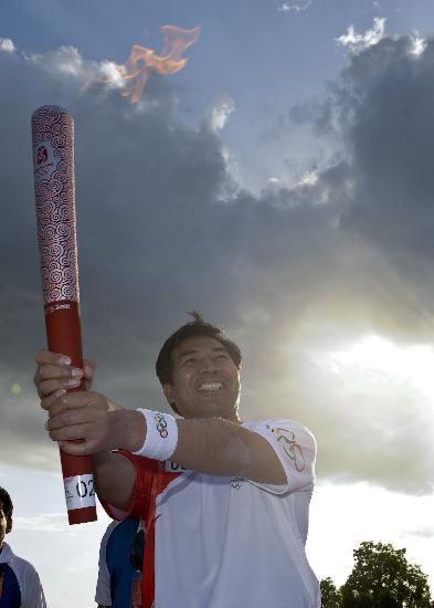 图文-北京奥运圣火在伊斯兰堡传递 阳光如此灿烂