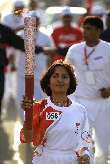 图文-北京奥运圣火在新德里传递 传递惊现印度美女