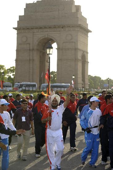 图文-北京奥运圣火在新德里传递 印方严密护火炬