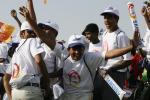 图文-北京奥运圣火在新德里传递 为圣火而欢呼