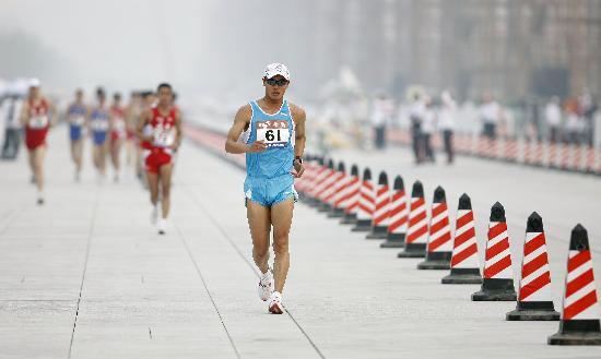 图文-司天峰获得男子50公里竞走冠军 遥遥领先