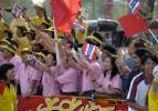 图文-北京奥运圣火在曼谷传递 当地观众很热情