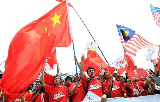 图文-奥运圣火在吉隆坡传递 华人华侨热情高涨