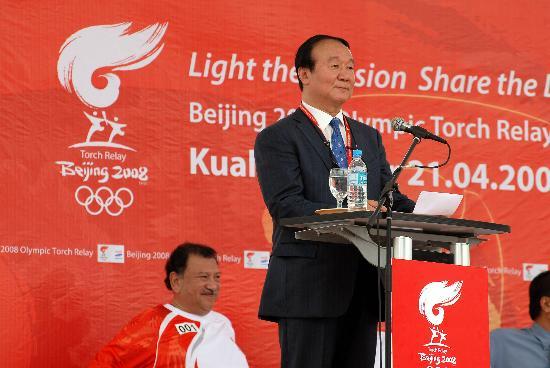 图文-奥运圣火在吉隆坡传递 火炬传递起跑仪式