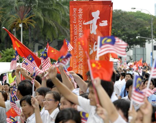 图文-奥运圣火在吉隆坡传递 中马两国友谊千古长存