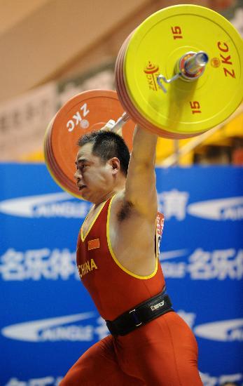 图文-举重全国锦标赛 袁爱军壮士力拔山兮气盖世