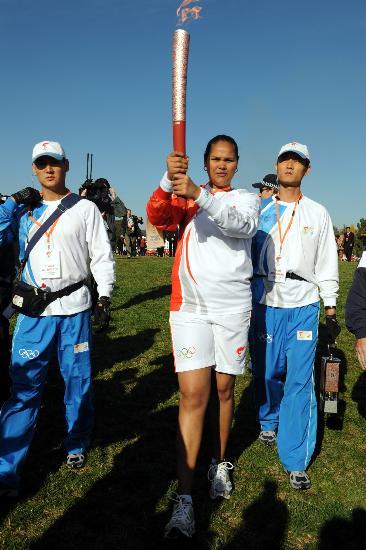 图文-北京奥运圣火在堪培拉传递 第一棒表情坚毅