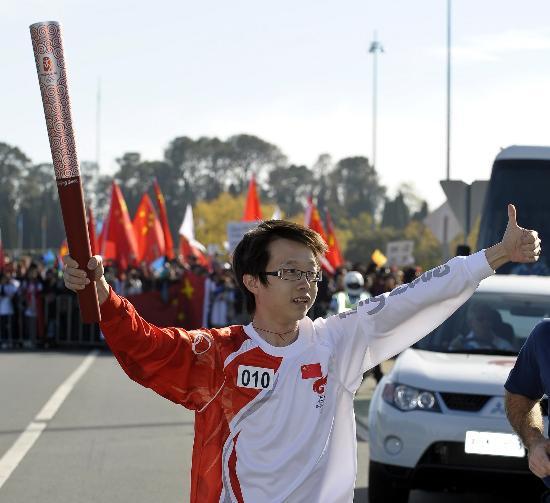 图文-北京奥运圣火在堪培拉传递 中国人是最棒的