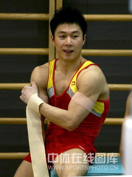 正文2008年4月24日下午,中国男子体操队在国家体育总局训练局进行刚开始学视频的轮滑图片
